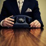 Det nytter ikke at side at vente ved telefonen ved personlig branding. Du skal selv være aktiv!