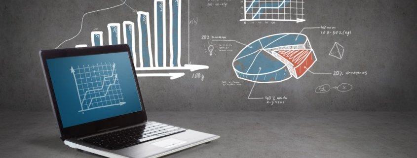 Laptop og forskellige grafer